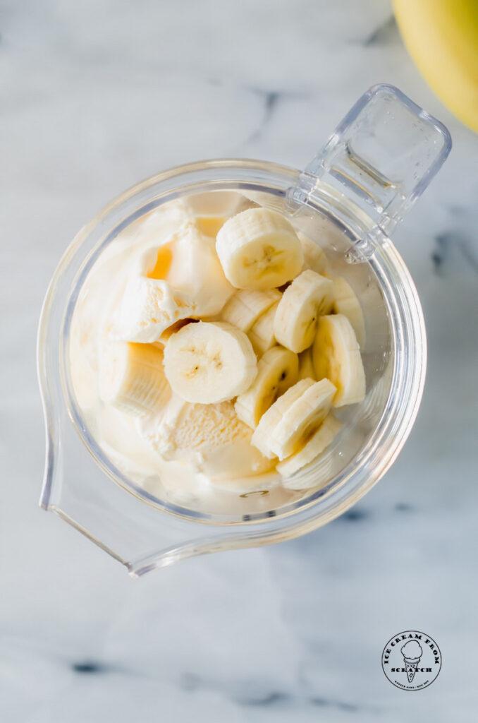 ingredients in banana milkshakes in a blender jar